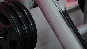 Parte do gym para a imprensa do pé no gym video estoque