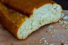 Parte do pão e de seus crumbles Fotografia de Stock