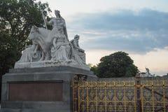Parte do príncipe Albert Memorial em jardins de Kensington, Londres, consistindo nas esculturas, representando a Europa Foto de Stock