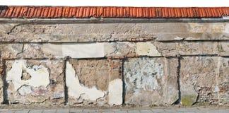 Parte do wellow centenário destruído do monastério e da igreja wal Imagens de Stock