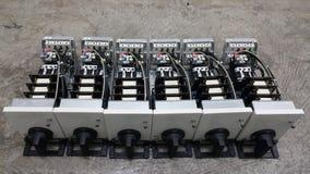 parte eléctrica con los accesorios en sitio de centro de control de motor fotografía de archivo
