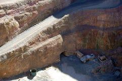 Parte inferior do poço aberto de mina de ouro Imagens de Stock Royalty Free