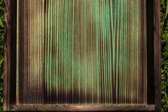 Parte inferior queimada de um fim verde de madeira da caixa acima foto de stock royalty free