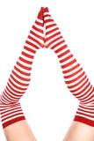 Parte inferior vermelha das peúgas dos pés junto Foto de Stock