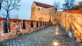 Parte mais inferior do castelo de Bratislava na noite Fotografia de Stock Royalty Free