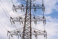 Parte media della torre elettrica ad alta tensione Fotografia Stock