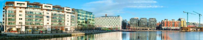 A parte moderna de Dublin Docklands ou do silicone entra, imag panorâmico Fotografia de Stock Royalty Free