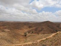 Parte montanhosa do deserto de Sahara que cerca a cidade de Matmata, Tunísia imagem de stock