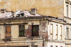 Parte negligenciada da casa residencial comum em Rússia Foto de Stock Royalty Free