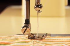Parte operante de la máquina de coser Foto de archivo libre de regalías