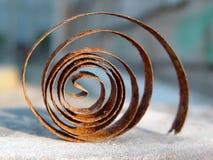A parte oxidada das horas velhas na mesa de madeira A mola Fotos de Stock