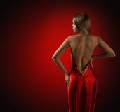 Parte posterior de la mujer en el vestido rojo, modelo de moda hermoso Rear View fotos de archivo