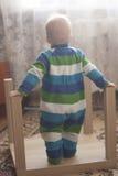 Parte posterior del ` s del niño Fotos de archivo