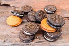 Parte posterior y marrón de la crema de las galletas Fotos de archivo