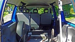 Parte posteriore del furgone blu immagine stock