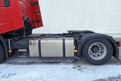 Parte posteriore dell'unità del trattore Le ralle visibili misura ad un'unità del trattore per collegarlo al rimorchio fotografie stock libere da diritti