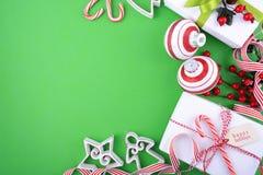 Parte posteriore verde, bianca e rossa festiva moderna di festa di Natale di tema Immagini Stock