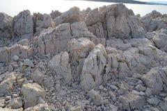 Parte rocosa de la isla de Krk Foto de archivo libre de regalías