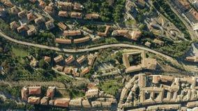 Parte superior a?rea abaixo da ideia da arquitetura da cidade de Perugia Italy video estoque