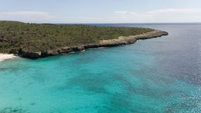 Parte superior aérea do zangão do mar das caraíbas da ilha de Bonaire da costa da praia do mar Imagem de Stock