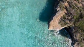 Parte superior aérea do zangão do mar das caraíbas da ilha de Bonaire da costa da praia do mar Fotografia de Stock