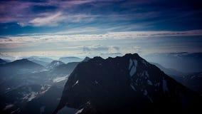 Parte superior branca da montanha foto de stock royalty free
