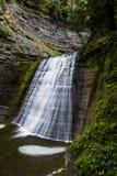 A parte superior cai no parque estadual de Stony Creek - cachoeira e queda/Autumn Colors - New York imagens de stock