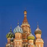 Parte superior da catedral da manjericão do St. no quadrado vermelho Moscovo Foto de Stock