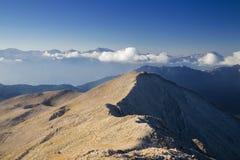 Parte superior da cena ajustada de Sun da montanha de Tahtali perto de Antalya, Turquia, 2014 Imagem de Stock