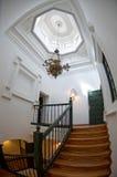 Parte superior da escada em uma HOME esplêndido imagem de stock royalty free