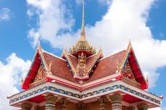 Parte superior da igreja tailandesa tradicional do estilo Fotografia de Stock
