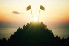 Parte superior da montanha com duas bandeiras Fotos de Stock Royalty Free