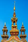 Parte superior da porta no templo Chiangrai Tailândia imagem de stock royalty free