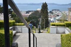 A parte superior da rua de Lyon pisa olhando para San Francisco Bay e Marín além, 3 Fotos de Stock