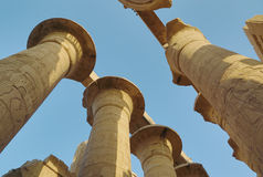 Parte superior das colunas no templo de Karnak Imagens de Stock