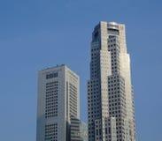 Parte superior de construções modernas no distrito financeiro em Singapura Fotografia de Stock