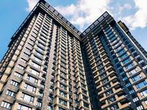 Parte superior de edificio de gran altura del negocio Fotografía de archivo