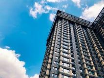 Parte superior de edificio de gran altura del negocio Fotografía de archivo libre de regalías