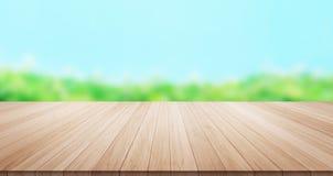 Parte superior de madeira vazia do assoalho da tabela para o produto da exposição ou da montagem Fotografia de Stock Royalty Free
