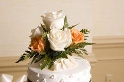 Parte superior do bolo de casamento fotografia de stock