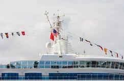 Parte superior do navio de cruzeiros com bandeiras Imagem de Stock Royalty Free