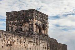 A parte superior do templo de Jaguar em Chichen Itza méxico Imagem de Stock