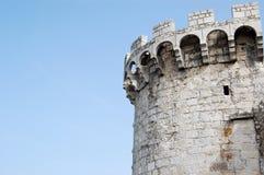 Parte superior e céu velhos do castelo Fotos de Stock