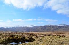 Parte superior gelada da montanha na estrada militar velha em Wicklow, Irlanda Foto de Stock