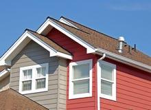 Parte superior residencial do telhado Foto de Stock Royalty Free