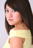 Parte superiore asiatica di colore giallo della donna Fotografia Stock