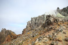 Parte superiore del Mt Yakedake, alpi del nord, Nagano, Giappone Immagine Stock