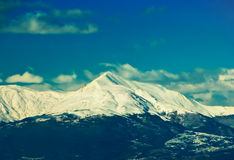 Parte superiore della montagna sotto neve Fotografie Stock Libere da Diritti