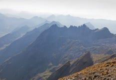 Parte superiore della montagna in velare della foschia, Svizzera Fotografia Stock
