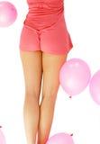 Parte traseira da mulher com os balões de ar cor-de-rosa fotos de stock royalty free